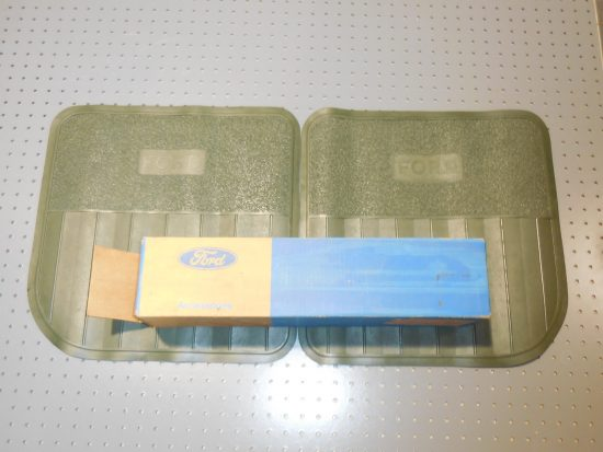 1969-1970 Ford Full Size NOS Pair of Rubber Green Rear Floor Mats D0AZ-6213086-D